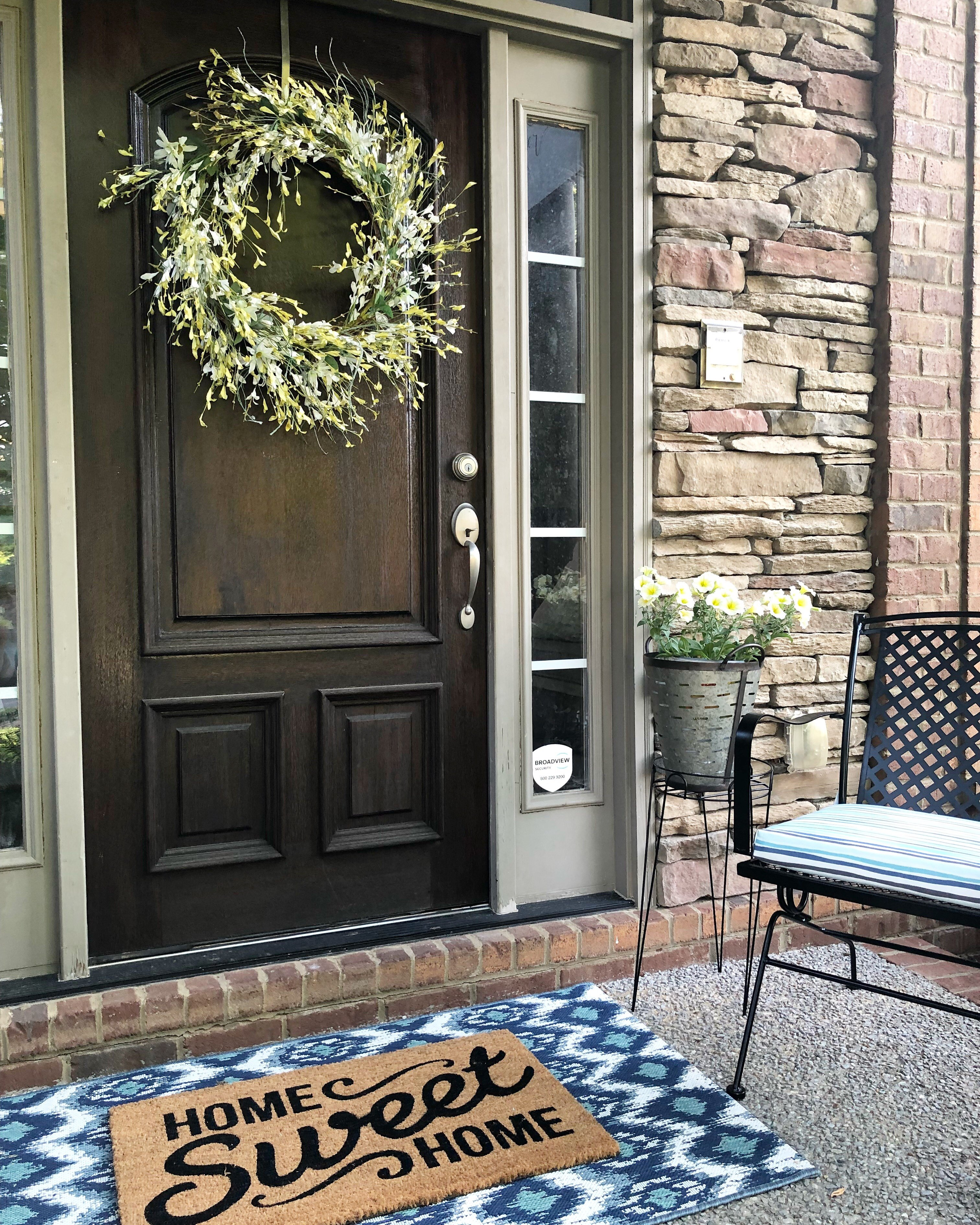 4 Easy Steps For A Quick Front Porch Summer Makeover