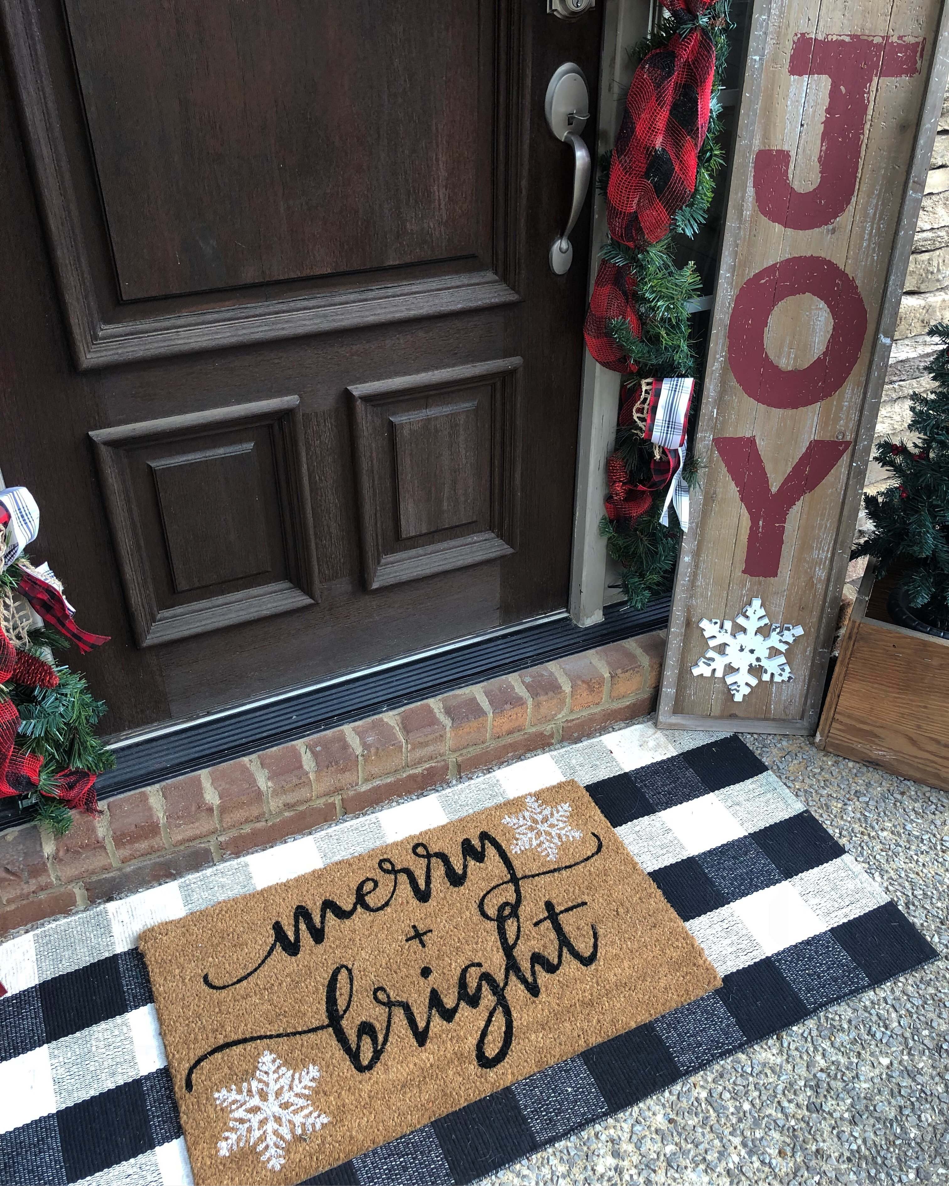 3 Things Every Christmas Front Porch Needs This Year