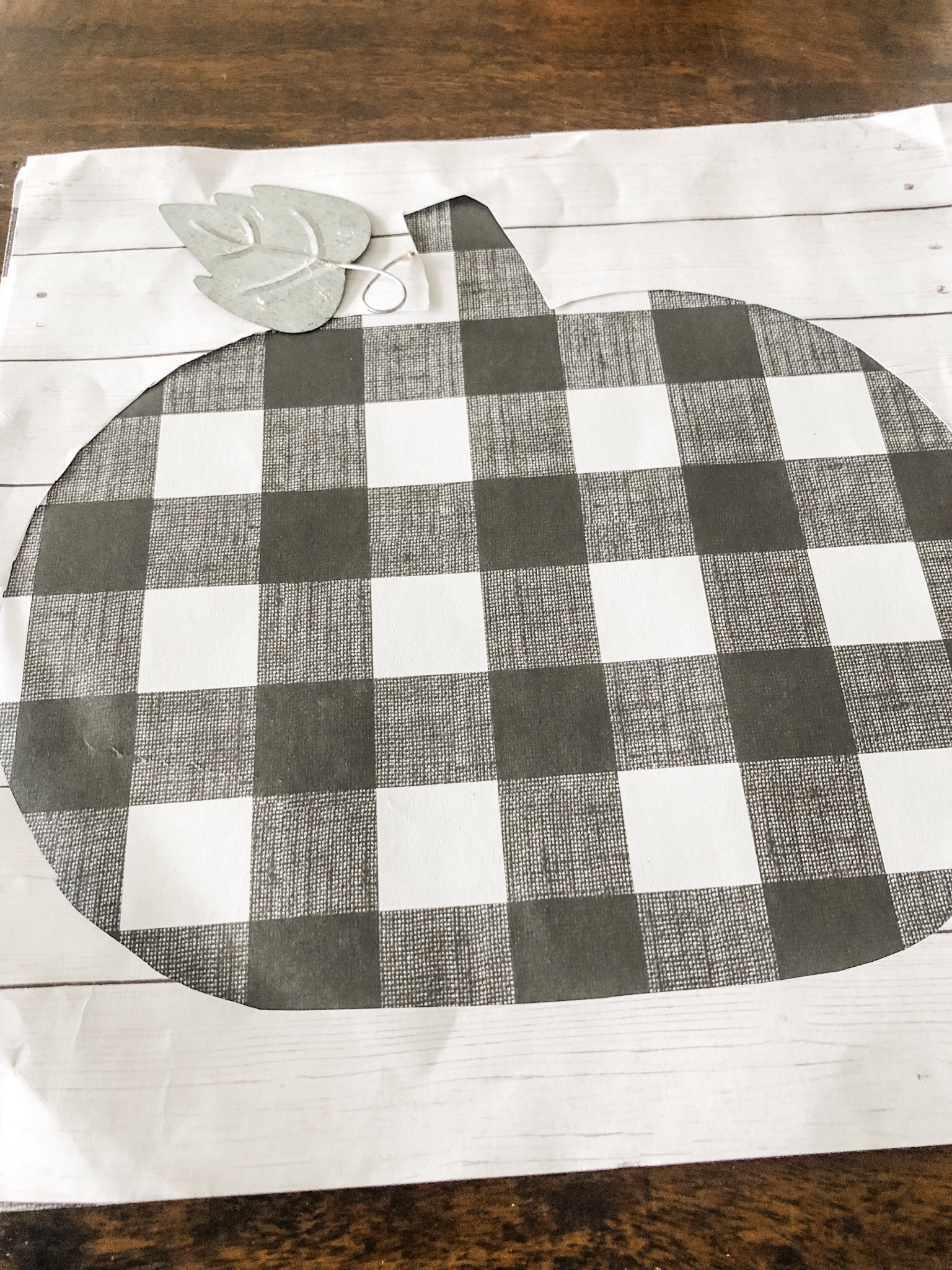 Easy fall craft idea- how to make a scrapbook paper pumpkin
