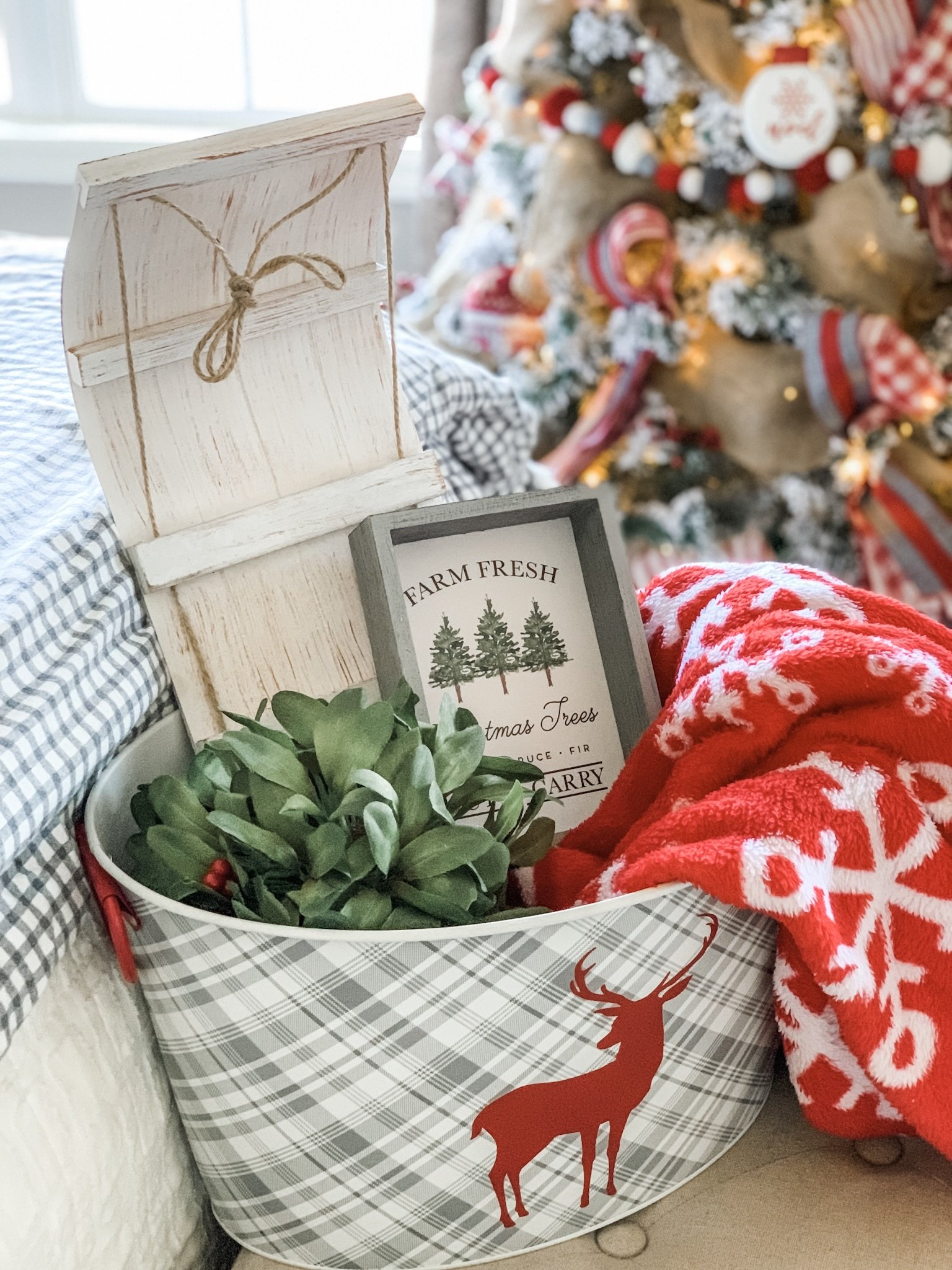 Cozy Christmas Bedroom Decor Ideas