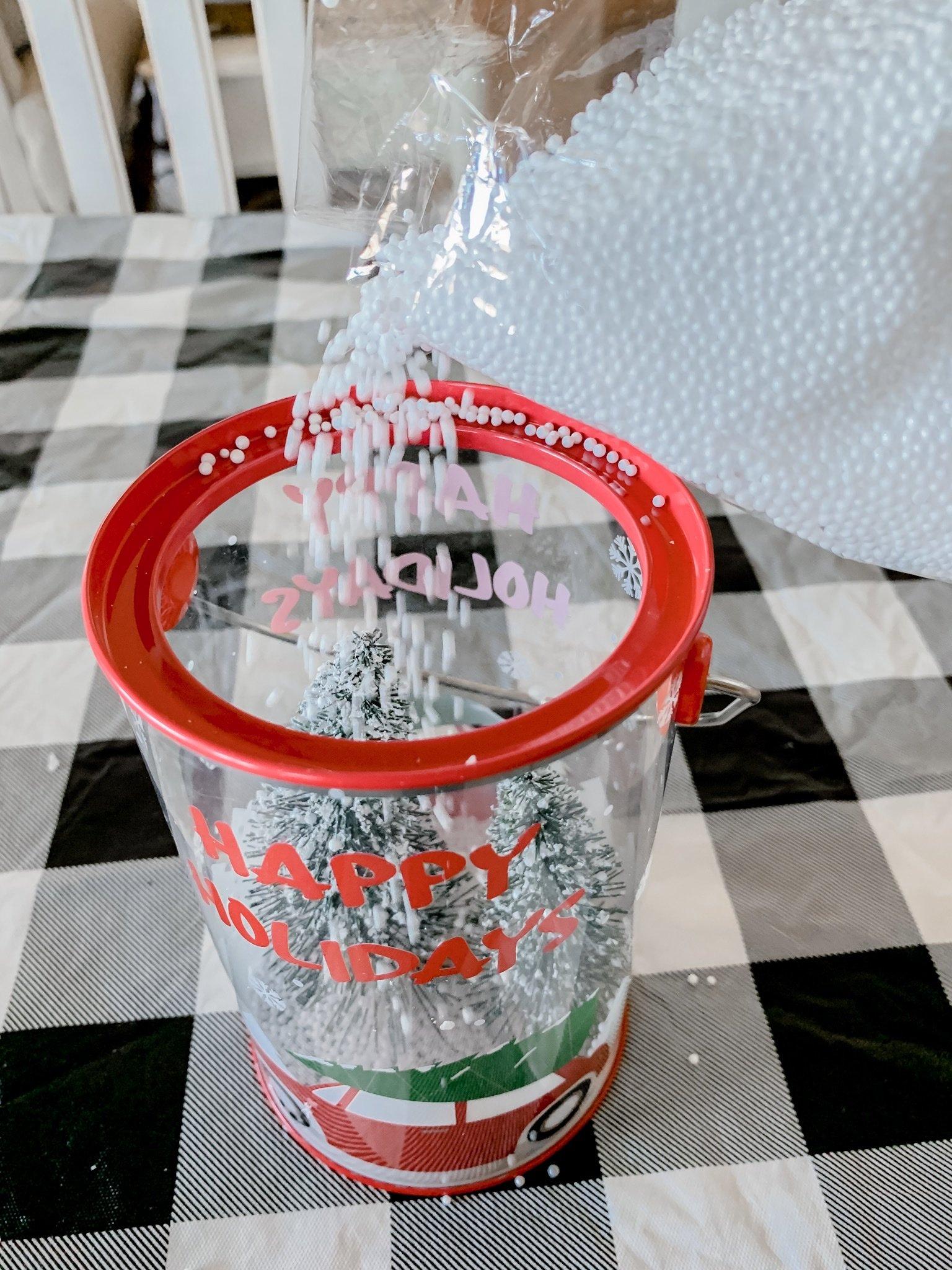 5 minute Christmas craft- DIY snow globe
