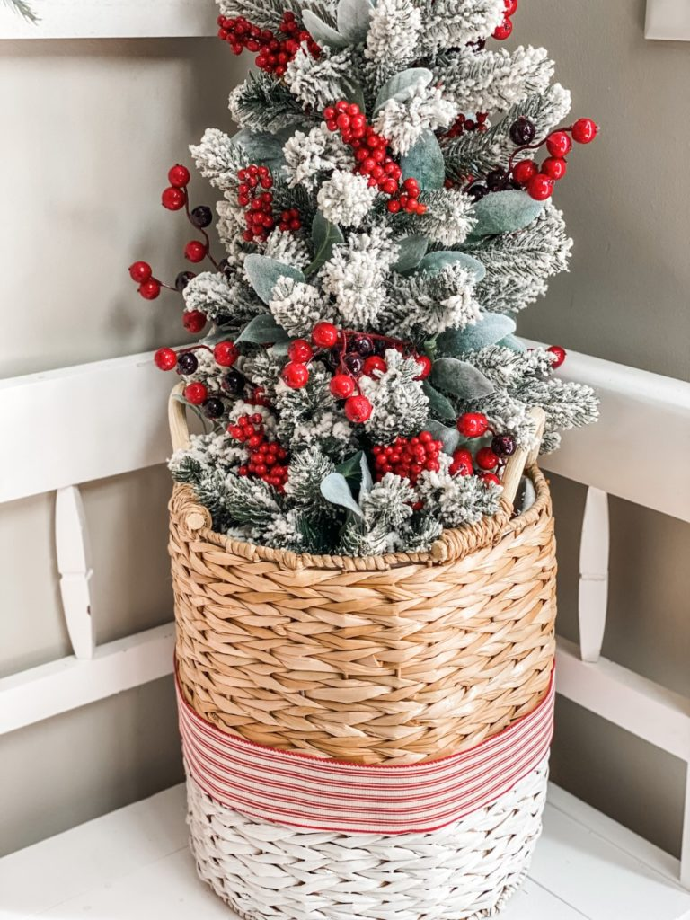 Christmas entry way bench decor
