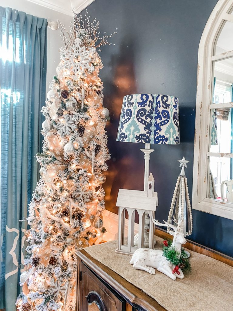 How to decorate a pencil tree for Christmas